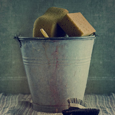 A bucket with sponges.